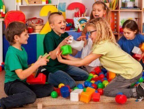 Tecniche per insegnare ai bambini le abilità sociali