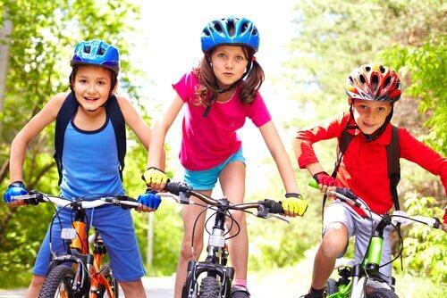 l'attività all'aperto è la migliore arma contro la sedentarietà nei bambini