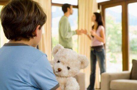 Conflitti per decidere come educare i figli