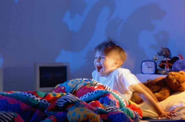Bambino si sveglia per gli incubi