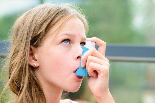 i bambini devono sapere come intervenire di fronte a una crisi d'asma