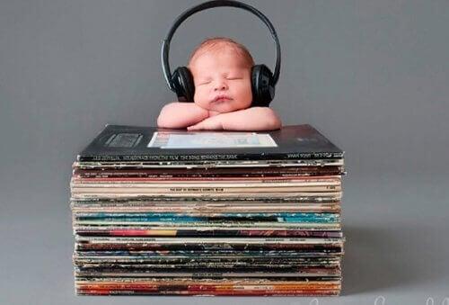 Come la musica aiuta i bambini a parlare
