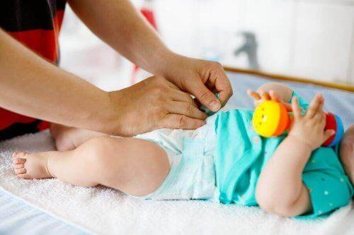 Quando si deve cambiare il pannolino ad un bebè?