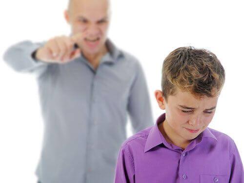 rimproverare il proprio figlio