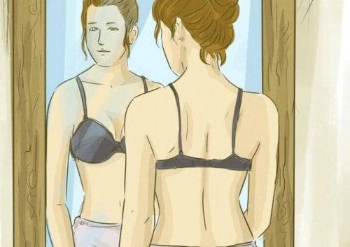 8 trucchi ed esercizi per un seno tonico