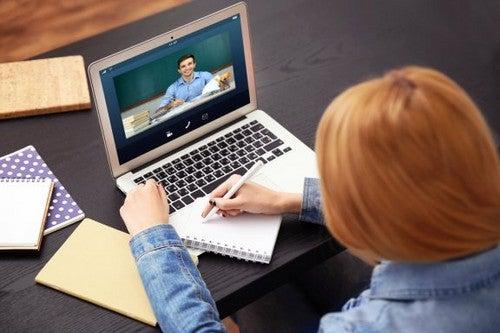 Pro e contro di seguire corsi online