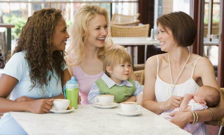 Colazione con le amiche mamme