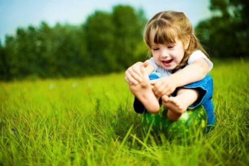 prendersi cura dei piedi dei bambini