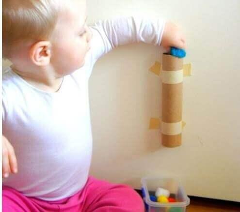 Una delle migliori idee per divertirvi con vostro figlio è creare oggetti con materiale da riciclo.