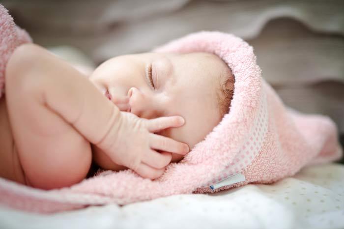il bebè nasce dotato di una struttura cognitiva che gli consente di ricevere gli stimoli e conservarli nella memoria