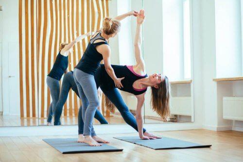 Alcune posizioni yoga migliorano la funzionalità del sistema immunitario