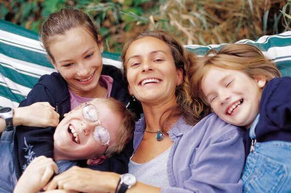 Mamma felice con i suoi figli