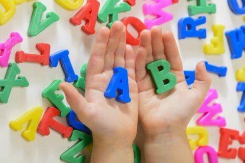 5 azioni che favoriscono l'acquisizione del linguaggio da parte dei bambini