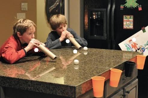 I giochi più belli per divertirvi con i vostri figli prevedono l'uso di materiale di riciclo