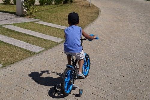 un bambino obbediente sa dove può o non può andare da solo