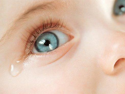 Lacrimazione congiuntivite bambini