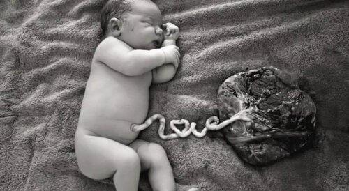 Latte materno per la cura del cordone ombelicale