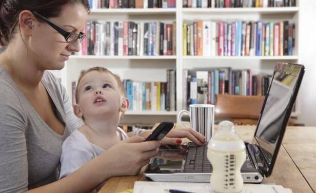 Preferire il telefono ai figli significa impedire il loro sviluppo sotto ogni aspetto