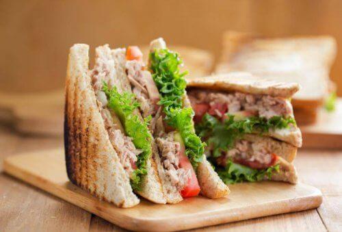 i sandwich possono essere degli ottimi aperitivi veloci