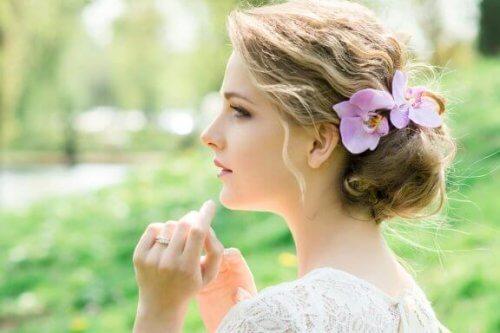 Splendidi accessori con i fiori per la sposa