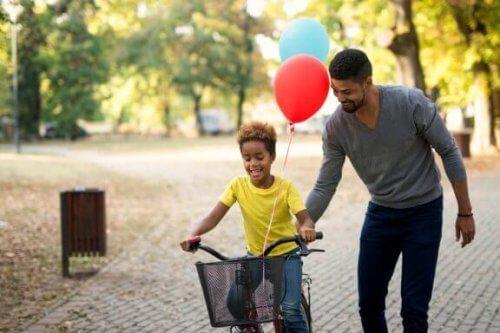 Ricompensare i bambini per i buoni voti ricevuti: vantaggi e svantaggi