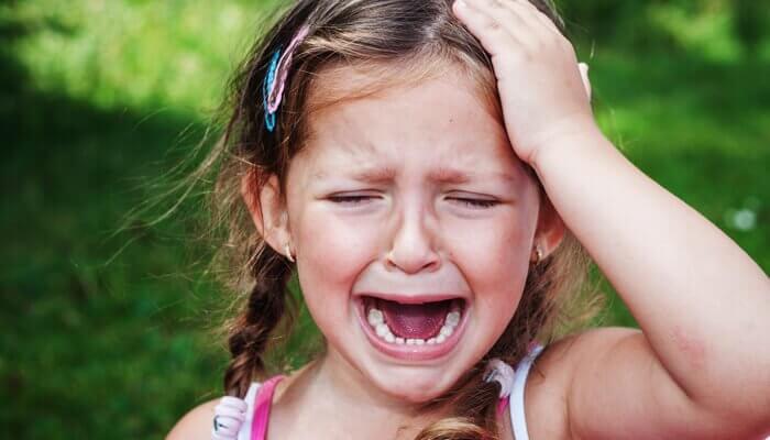 bambina piange per l'ansia