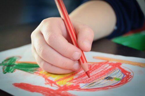 stimolare le creatività nei bambini attraverso il disegno