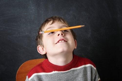 le stereotipie sono movimenti ripetitivi che si presentano durante l'infanzia