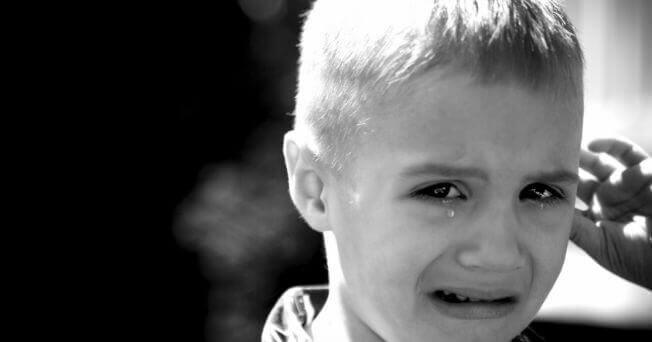 bambino che piange per l'ansia