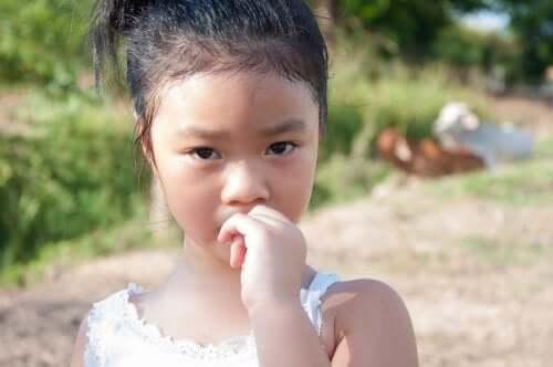 Come evitare che i bambini si mangino le unghie