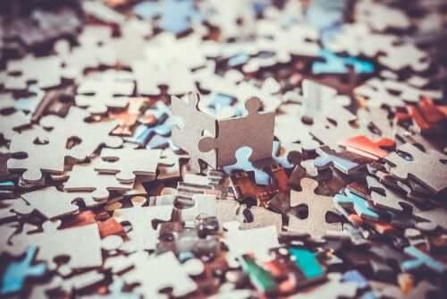 Benefici psicologici dei puzzle pezzi