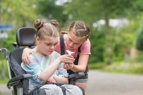 Ragazza su sedia a rotelle con disabilità intellettiva