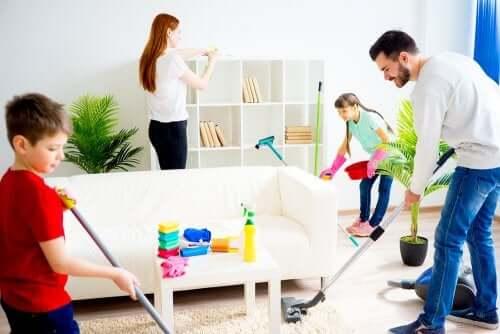 il lavoro di squadra è molto utile per motivare i bambini a collaborare in casa
