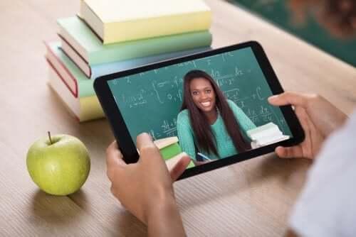 istruzione virtuale e contatto umano