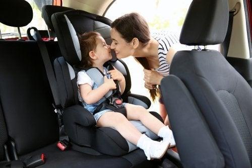 Normative sui seggiolini auto per bambini