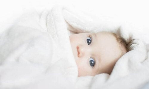 già al primo mese di vita, i neonati sono sensibili alla lucentezza e all'intensità della luce