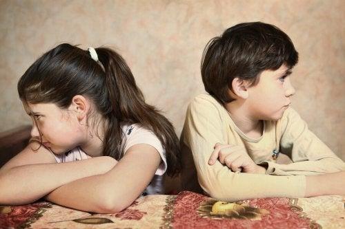 Litigio tra fratelli affetto e rivalità tra fratelli