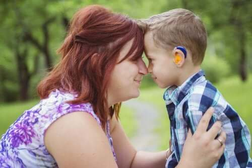 Essere madre di un bambino sordo