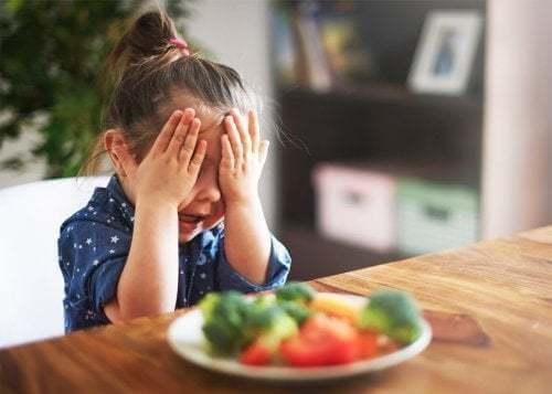 Bambina non vuole mangiare le verdure