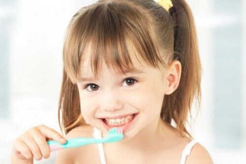 è importante adottare buone abitudini di igiene orale fin dall'infanzia