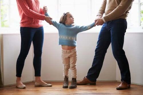 Bambina contesa dai genitori