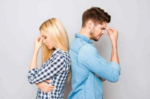 Due giovani vivono una crisi di coppia