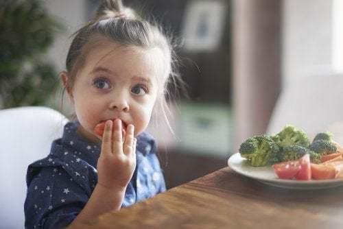 Come educare i figli ad avere un'alimentazione corretta