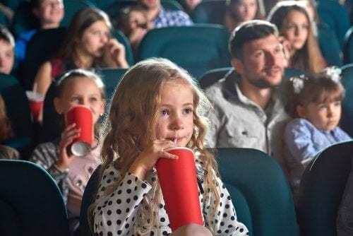 Bambina al cinema