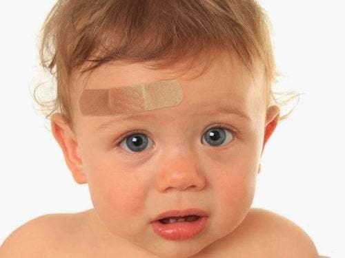 Cosa fare quando un bambino sbatte la testa