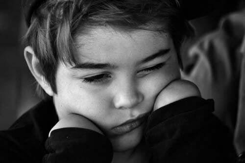 Bambino vittima di abuso