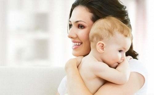 Coccolare i figli non significa viziarli