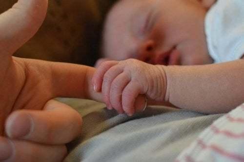 Si può insegnare ad un neonato a dormire?