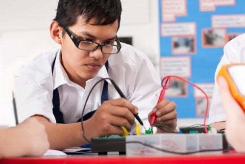 Lezione di robotica a scuola