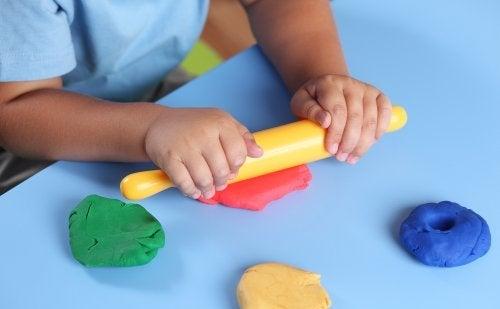 Attività per stimolare il tatto dei bambini